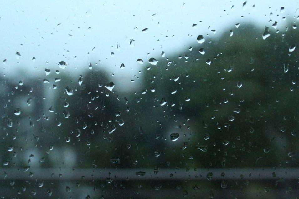 Tropické počasí tento týden skončí. Teploty spadnou ke dvacítce