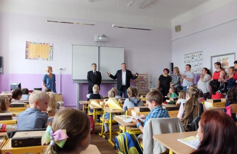 Prvňáčky přivítal ve škole nový ředitel i starosta města
