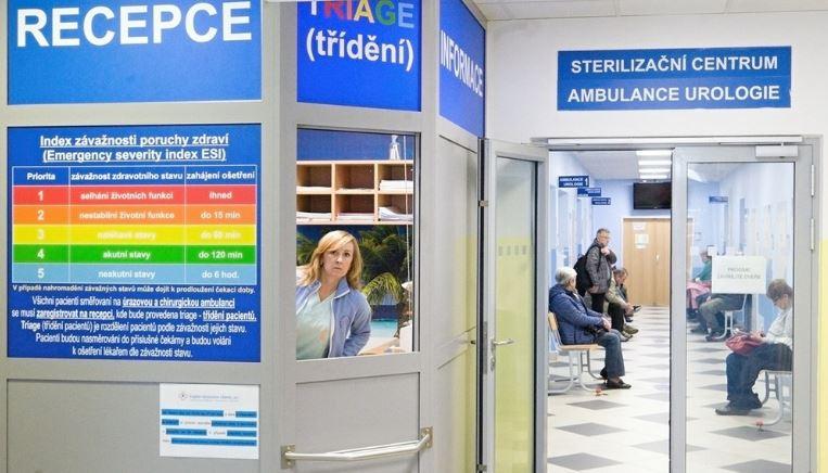 Kartičky roztřídí pacienty podle závažnosti potíží, pořadí určí na recepci