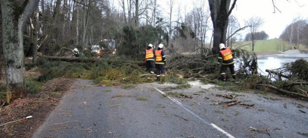 Na Liberec se znovu žene vichr. Meteorologové vydali další výstrahu
