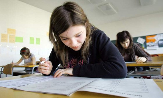 Školy učí děti hospodařit, žáci si berou půjčky a zakládají firmy