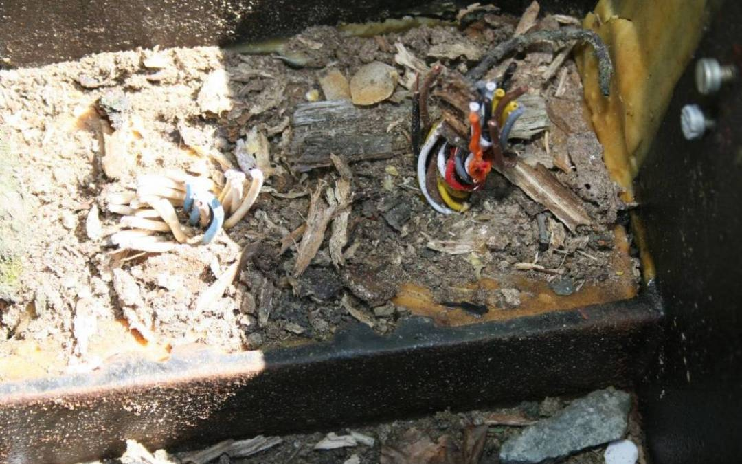 Krádeží kabelů ohrozil provoz na trati