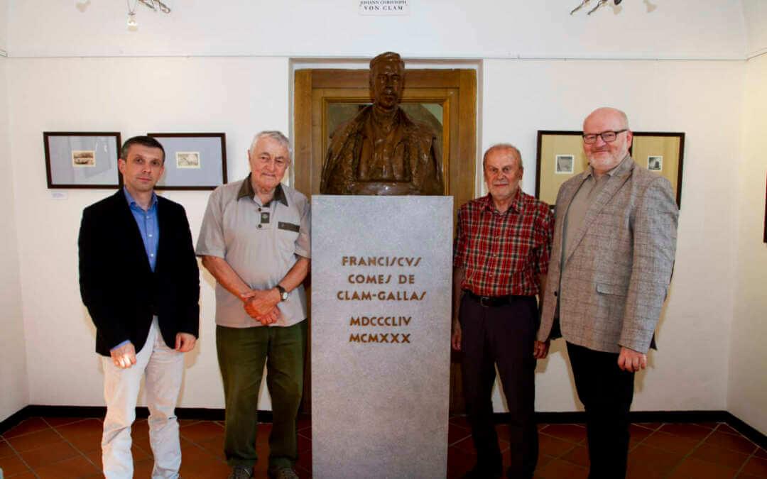 Fotogalerie z výstavy Gerold Effert /1932–2007/ básník a grafik z Krkonoš