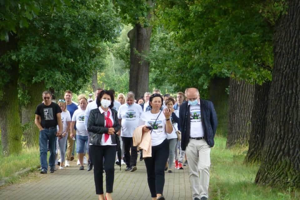 Lidé ze tří států Evropy protestovali proti dolu Turów. Jejich setkání narušili polští horníci v tričkách s Krtečkem
