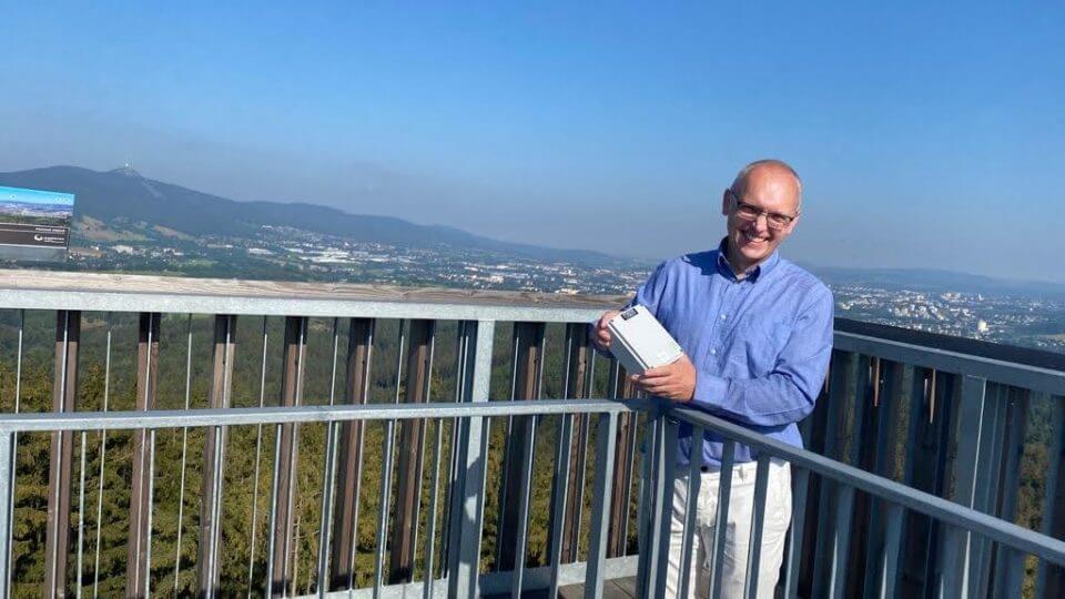 Hlídají most ve Frýdlantu i vysílač na Ještědu. A dokážou předem upozornit na případné zřícení