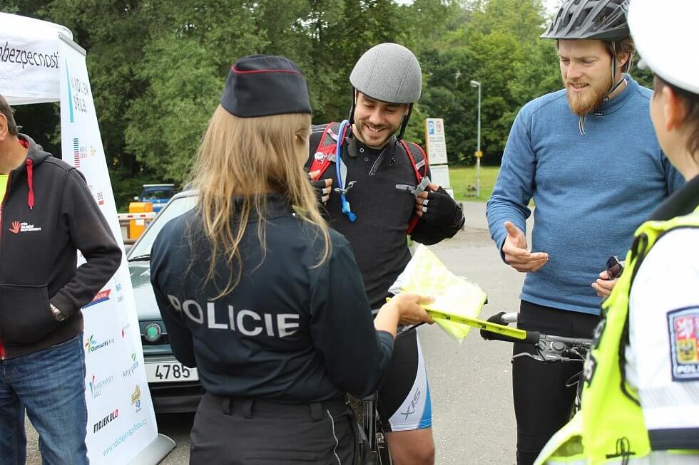 Dopravně bezpečnostní akce: Policisté na Liberecku si posvítili na cyklisty.