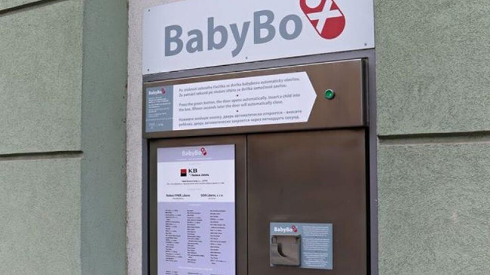 V libereckém babyboxu našli zdravou holčičku. Dostala jméno Barborka