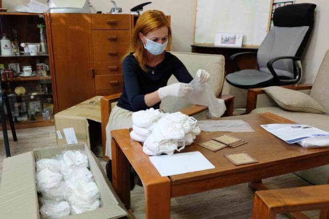 Frýdlant rozdá seniorům starším 65 let balíček ochranných pomůcek proti šíření koronaviru