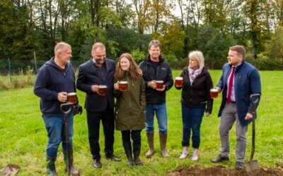 Hospodářská a lesnická škola ve Frýdlantě pokřtila nové školní pivo a rozšířila chmelnici / Fotoreportáž
