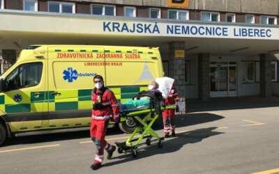 Nemocnice v Libereckém kraji omezují provoz a ruší neakutní zákroky. Které to jsou?
