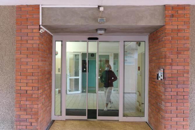 Nové automatické dveře i moderní osvětlení. Frýdlant investuje do vybavení nemocnice