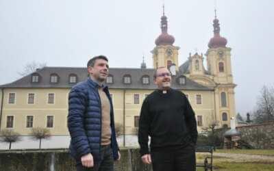 Bezpečnost tu věznila kněze, dnes si klášter připomíná 20 let od zázraku