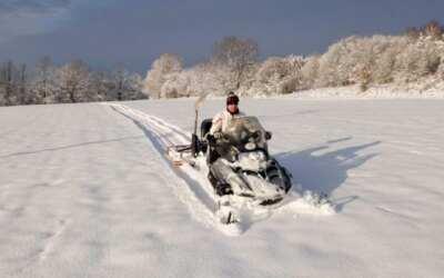 Pro tvorbu běžkařských stop zatím není dost sněhu, vydržte