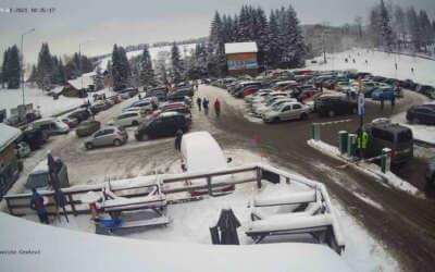 Jizerky jsou ucpané auty. Policie uzavřela všechny silnice do Bedřichova i na Smědavu