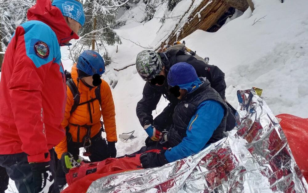 Horolezec spadl z ledu v nepřístupném terénu Velkého Štolpichu a zranil se. Pomohla Horská služba