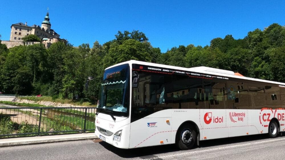 Vlaky a autobusy regionální dopravy přejdou od středy na prázdninový provoz