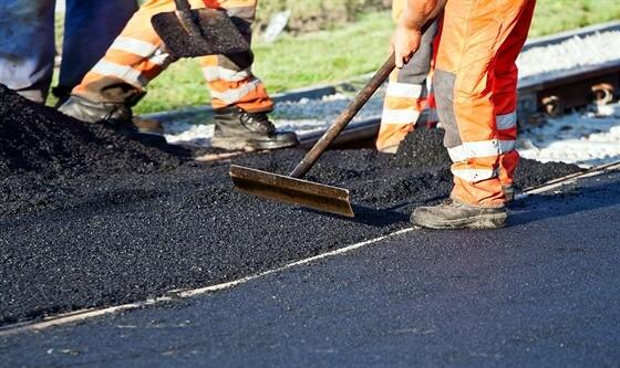 Domy objíždí falešní asfaltéři. Práci odbudou, seberou peníze a utečou