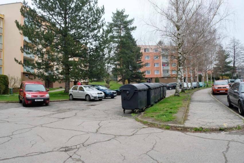 Obnova parkoviště a okolí v Husově ulici začne v červnu