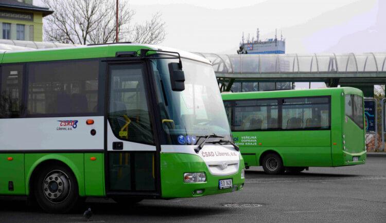 V regionálních vlacích a autobusech od prázdnin zdraží jízdné. Důvodem je propad tržeb