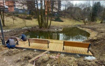 Zahrady ve třech domovech pro seniory ozdobí nová zeleň či tůně